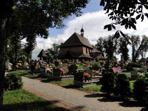 Kościół pw. św. Anny w Czarnowąsach w letnim słońcu